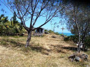 Petite chapelle dominant le lagon