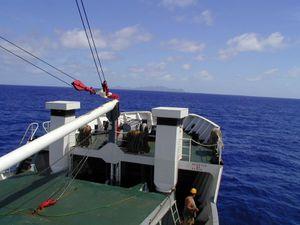 Avril-Raivavae-île vue bateau