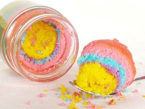 gateau-arc-en-ciel-cuit-dans-un-pot-rainbow-cake-in-a-jar--