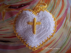 coeur-pochette-dragees-communion-crochet