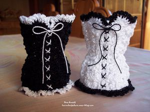 corsets-pochons-dragees-decoration-table-crochet