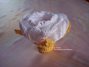 rose-pochon-dragees-communion-crochet-deco