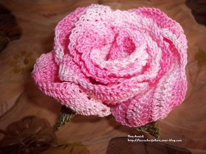 rose-crochet-deco-table-naissance-decoration.jpg