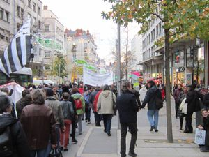 162 BogEd R comm-manif-passants