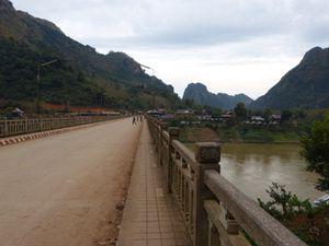 Nong-Khiaw----sur-la-route---bateau--28-.JPG
