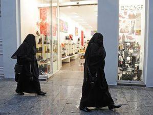 b 2 9 2 Femmes en niqab