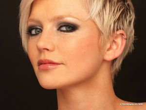 Hannah-Wallpapers-hannah-spearritt-3113651-1024-768.jpg