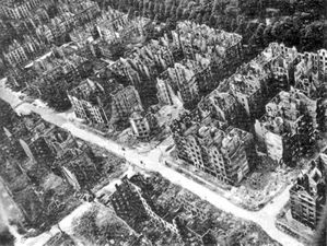 796px-Hamburg_after_the_1943_bombing.jpg
