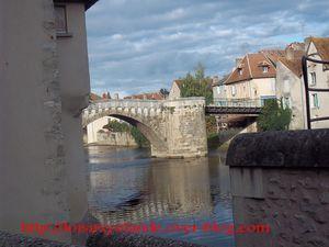 vue-montmorillon-pont-et-eau.jpg