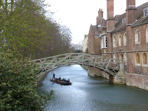 Punting-in-the-Cam---Cambridge.JPG