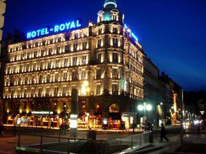L'Hotel-Royal de Lyon dans la nuit