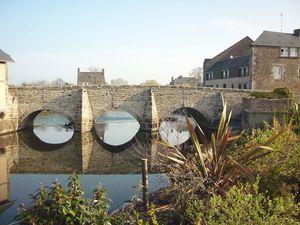 800px-Le_vieux_pont_de_Ducey.JPG