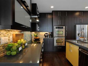 04-GH2011_Kitchen-Counter-Island-Ovens_s4x3_lg.jpg