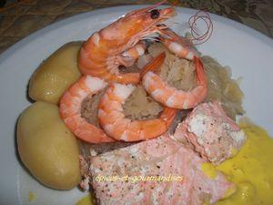 choucroute de la mer au saumon et crevettes sauce safranée C0472.jpg