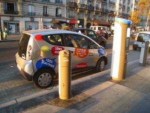 Autolib-_Station-_Paris-_Boulevard_Diderot_02.jpg