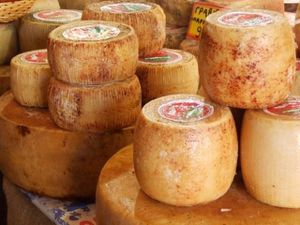 fromages--le-marche-de-Hania.jpg