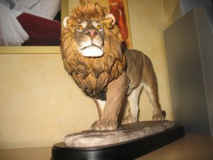 Statue de lion maine coon and friends for Les lions du meuble