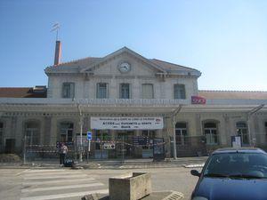 gare_de_lons_avril_2011_3_.jpg