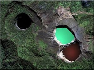 Kelimutu-Three-Color-Lake-Flores-Indonesia - Travelguide