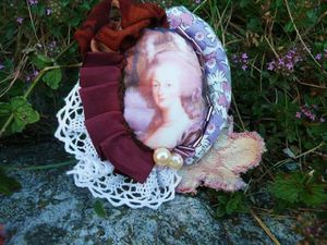 004 la broche Marie Antoinette