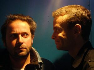 Groupe d'homme bleu théâtre astor