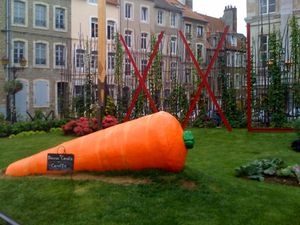 boulogne-sur-mer-jardin-gullive-carotte-geante