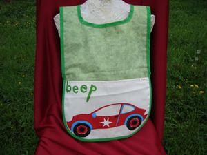 Tablier vert voiture rouge