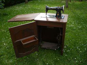 meuble de machine coudre d tourn la fabric brac. Black Bedroom Furniture Sets. Home Design Ideas