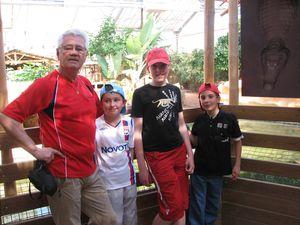2010.04.21 Papy avec ses héritiers1