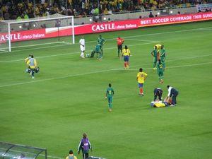 Les brancardiers et soigneurs n'ont pas chômé pendant le match - Pierrick Lieben 2010