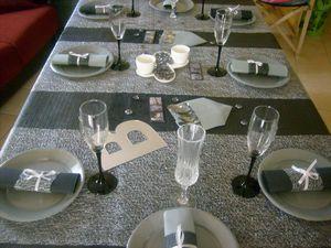 table noir et gris et blanc 010