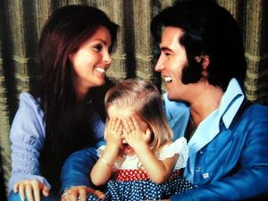 The-Perfect-Family-elvis-and-priscilla-presley-9752452-640-.jpg