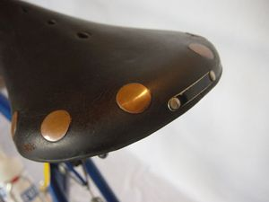 R croissan selle new