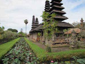 Mengwi le Pura Taman Ayun bassin intérieur