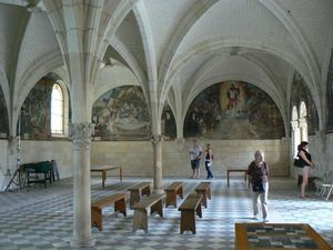 fontevraud-salle-capitulaire.jpg