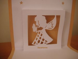 Kirigami-ange-portant-bougie-2.JPG
