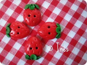 Scrap Inès Boutons fimo fraises strawberry polymer clay bu