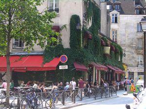 Chez_Marianne_Le_Marais_Paris_01.jpg