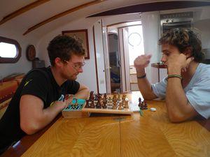 arthur et mathieu jouent aux echecs
