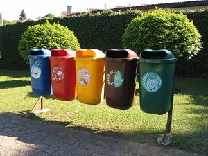 800px-Recycling_in_Curitiba.JPG