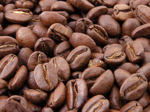 800px-Roasted coffee beans