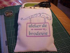 Sal-VAVA-Atelier-de-brodeuse-Finition.JPG