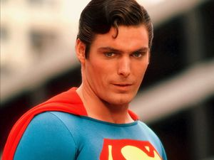 christopher-reeve-as-superman-wallpapers_23687_1024x768.jpg