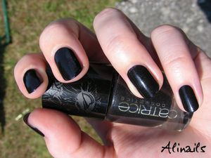 Catrice FEATHER AND PEARL C05 Running Wild 3