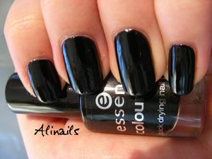 Essence Color & Go 59 Black is back 3
