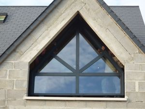 Fenetres alu technal ral 7016 le blog de construction for Fenetre triangle