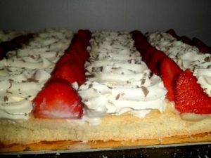 Genoise-creme-patissiere-chantilly-fraise.JPG