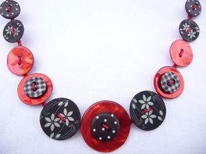 collier le rouge et le noir détail