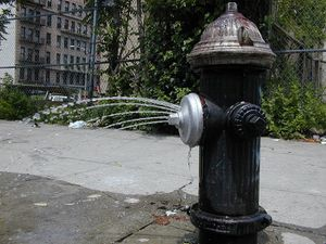 800px-Fire_hydrant_with_water_in_brooklyn_new_york.jpg