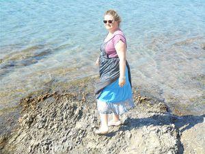 *Rose bleu pale couleur aubergine-robe tablier 2h